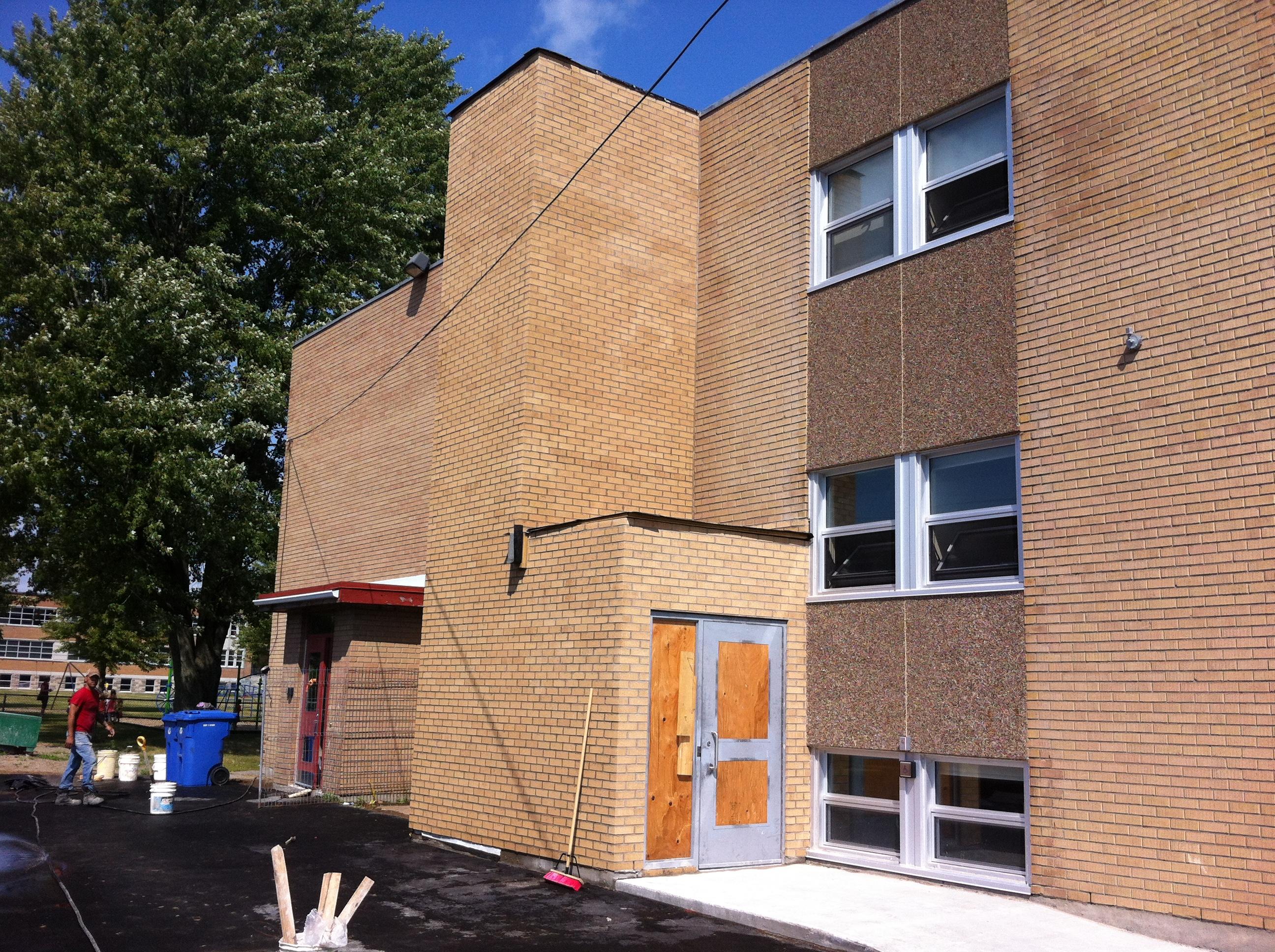 École Primaire - Rive-Sud - Démolition et reconstruction de parements de briques