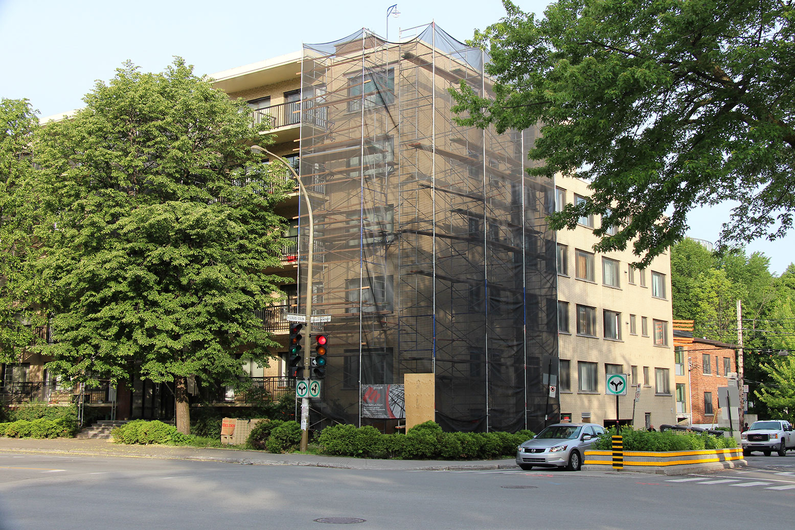 Projet M Construction - Bâtisse résidentielle et commerciale - Outremont, Montréal - Réfection générale de la maçonnerie